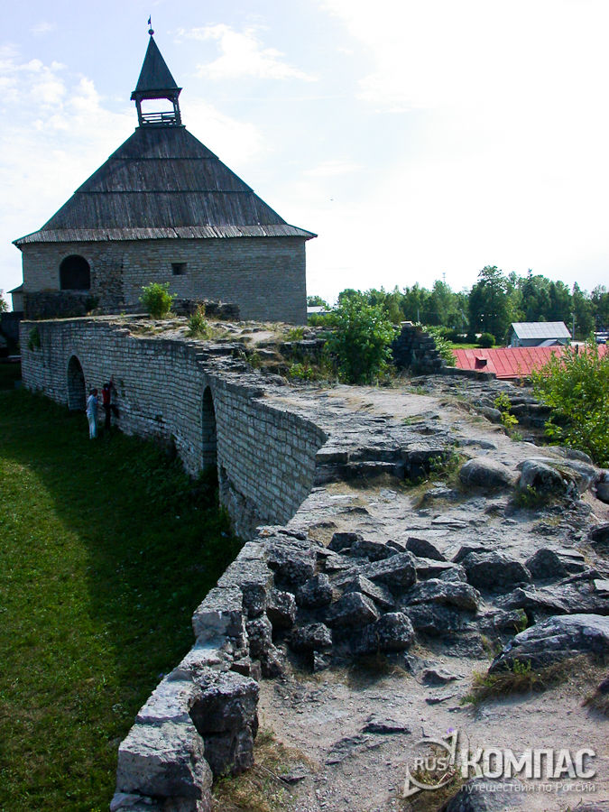 Вид в сторону Воротной башни от башни Стрелочной