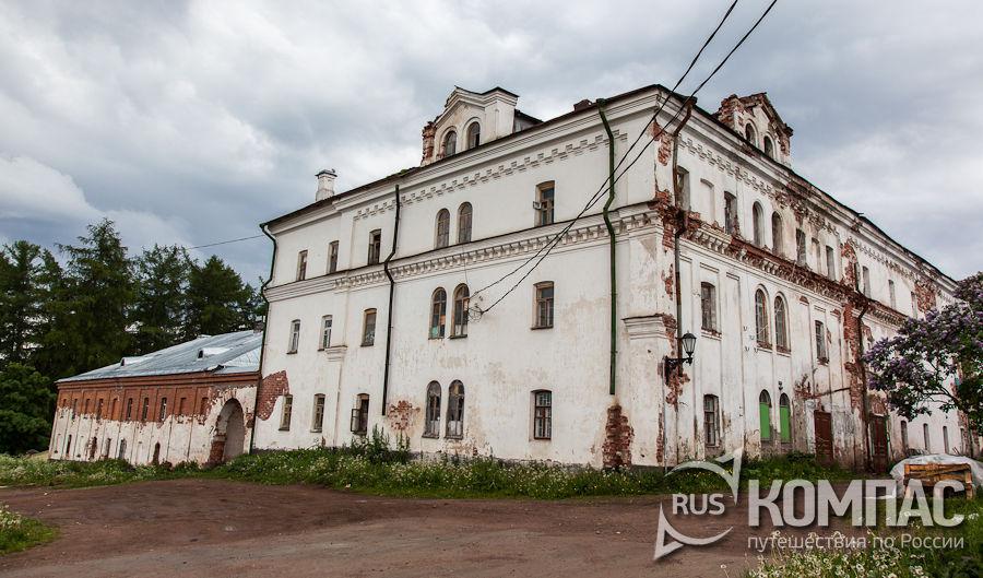 Постройки хозяйственной части монастыря