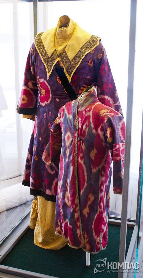 Женский и детский татарский костюмы