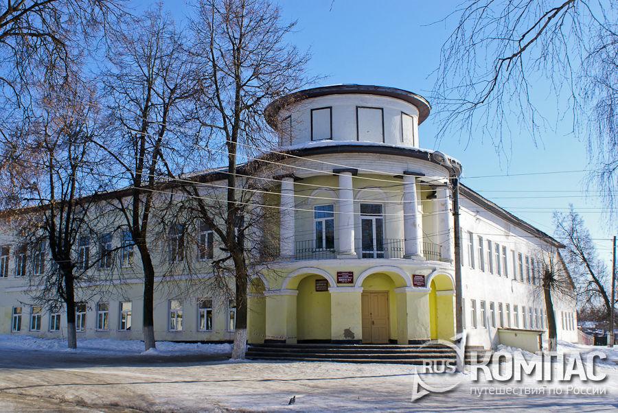 Здание бывшей женской гимназии (дом Муромцевой)