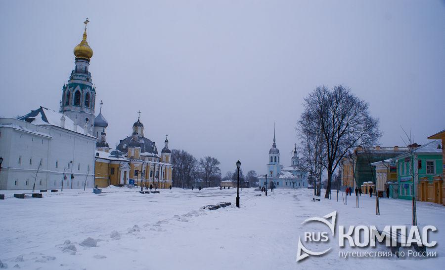 Кремлевская площадь перед Архиерейским двором