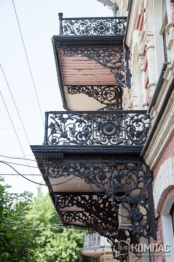 Сохранившиеся ажурные чугунные балконы на домах конца xix - .