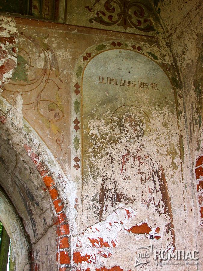 Фрагмент росписи стены проездных ворот под надвратной Тихвинской церковью
