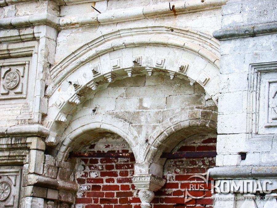 Детали церкви Похвалы Пресвятой Богородицы в Троицком Данилове монастыре