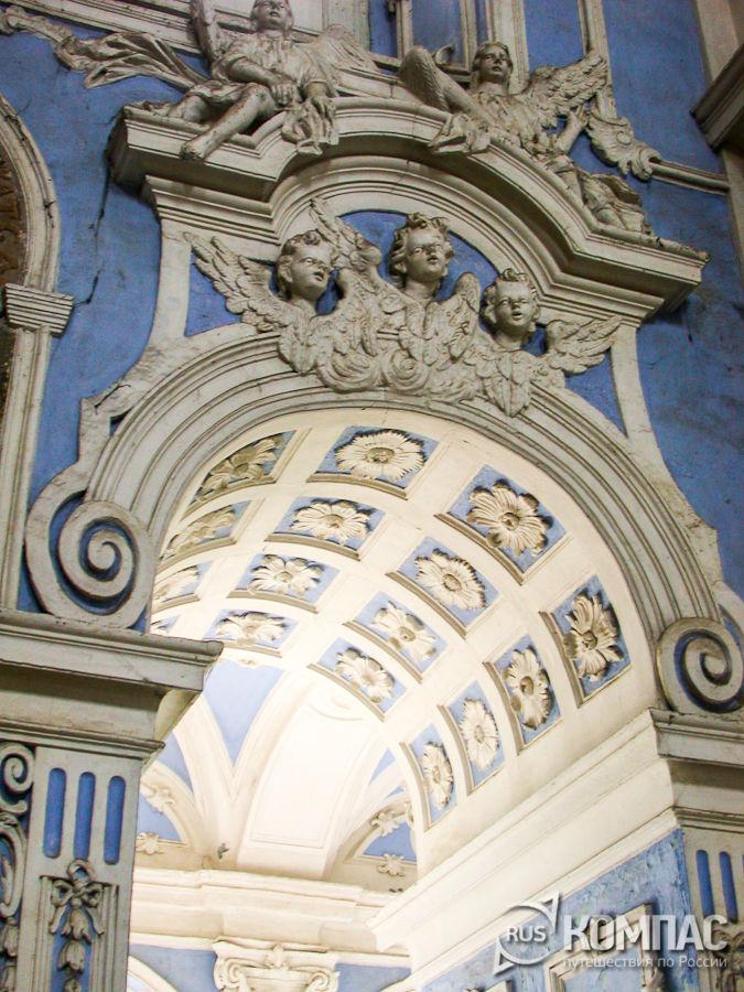 Лепнина в Успенском соборе