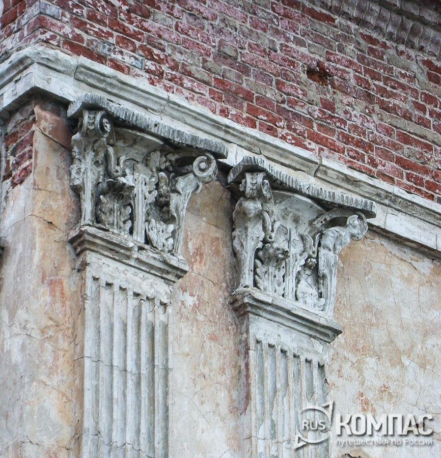 Фрагменты лепнины церковь Спаса Преображения под Горой (Казанская)