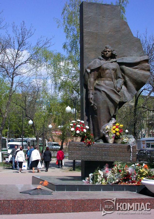 Памятник мужественным медицинским работникам, служившим в годы Великой Отечественной войны