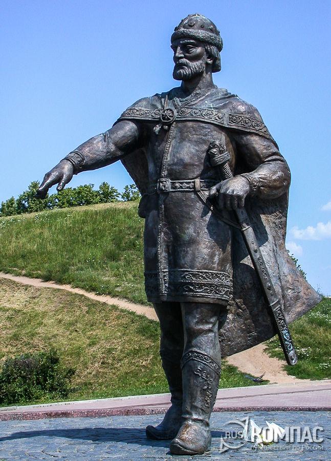 Памятник князю Юрию Долгорукому