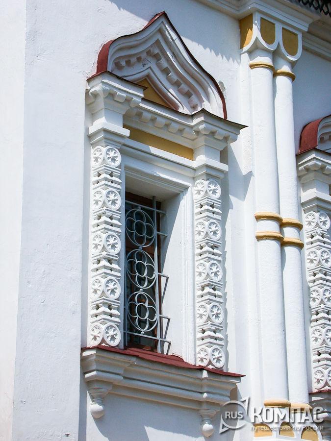 Каменные наличники Елизаветинской церкви