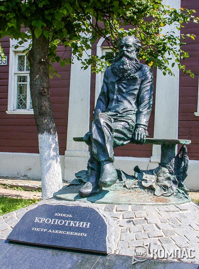 Памятник П.А. Кропоткину на Кропоткинской улице