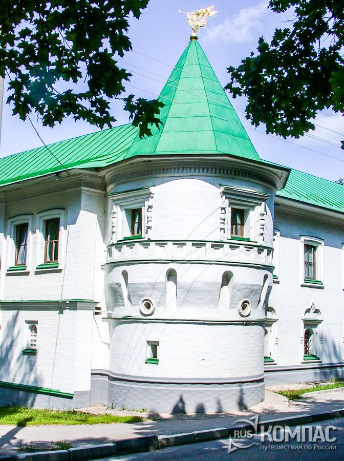 Боковая башня стены Борисоглебского монастыря