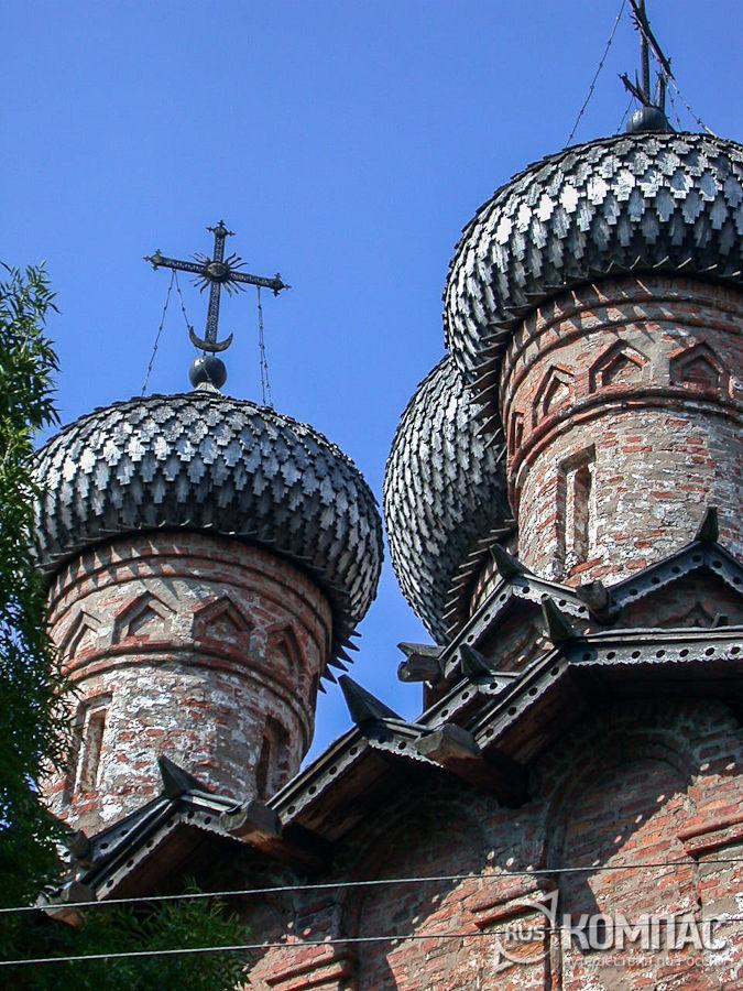 Купола Троицкой церкви Духова монастыря