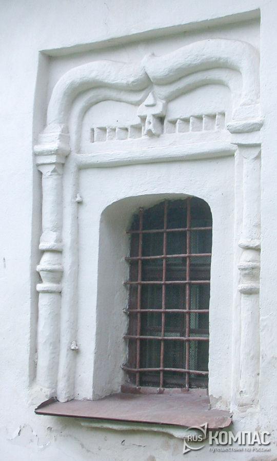 Окно церкви Феодора Стратилата на Ручью