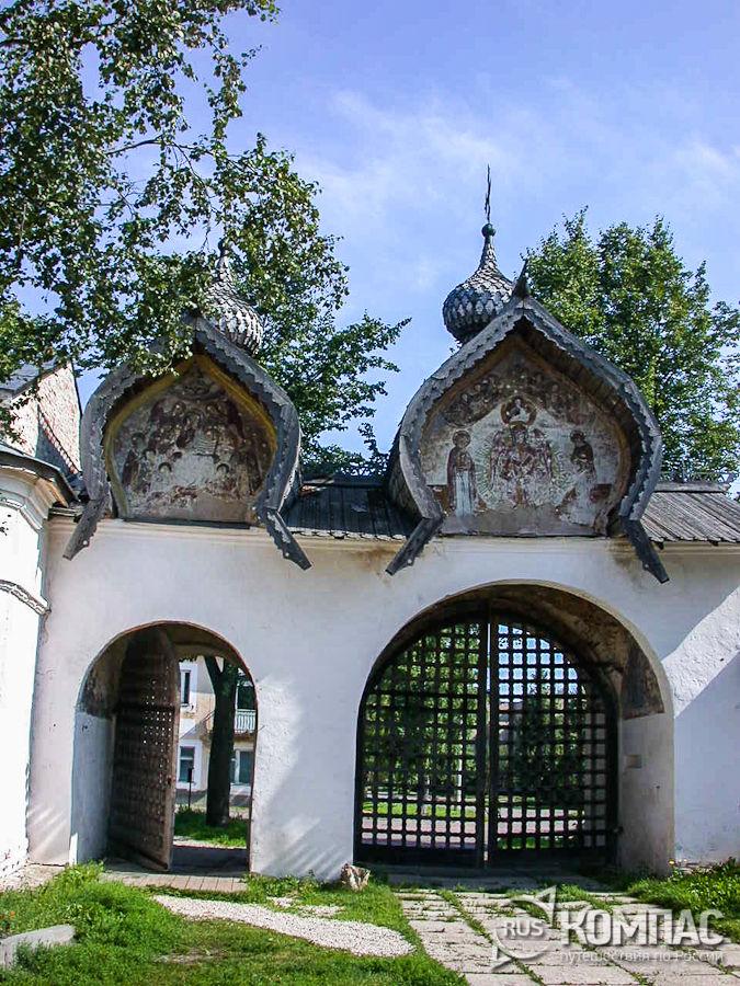 Ворота Знаменского монастыря