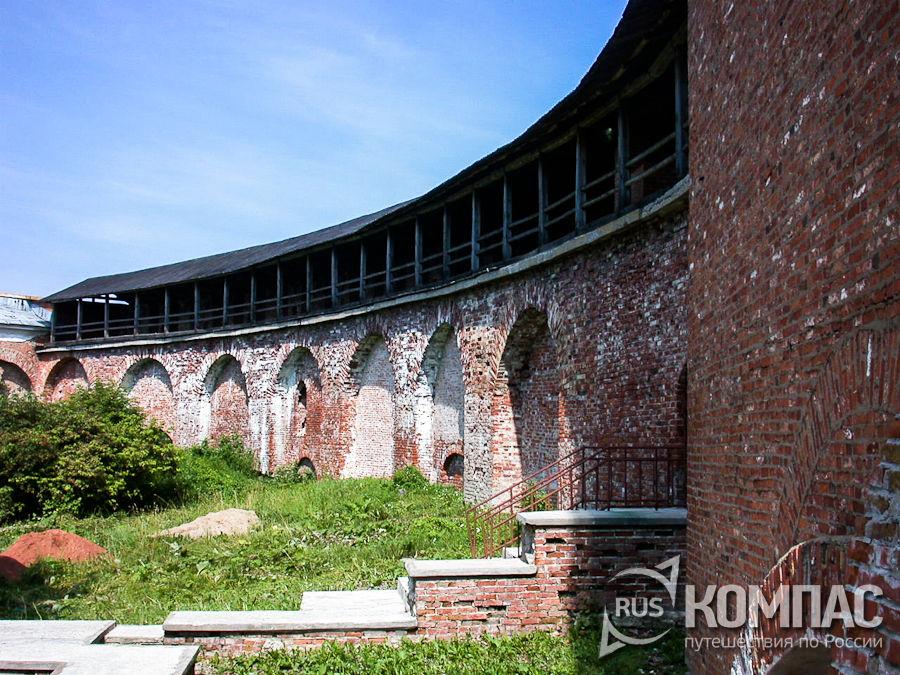 Прясло стены между башнями Владимирской и Федоровской