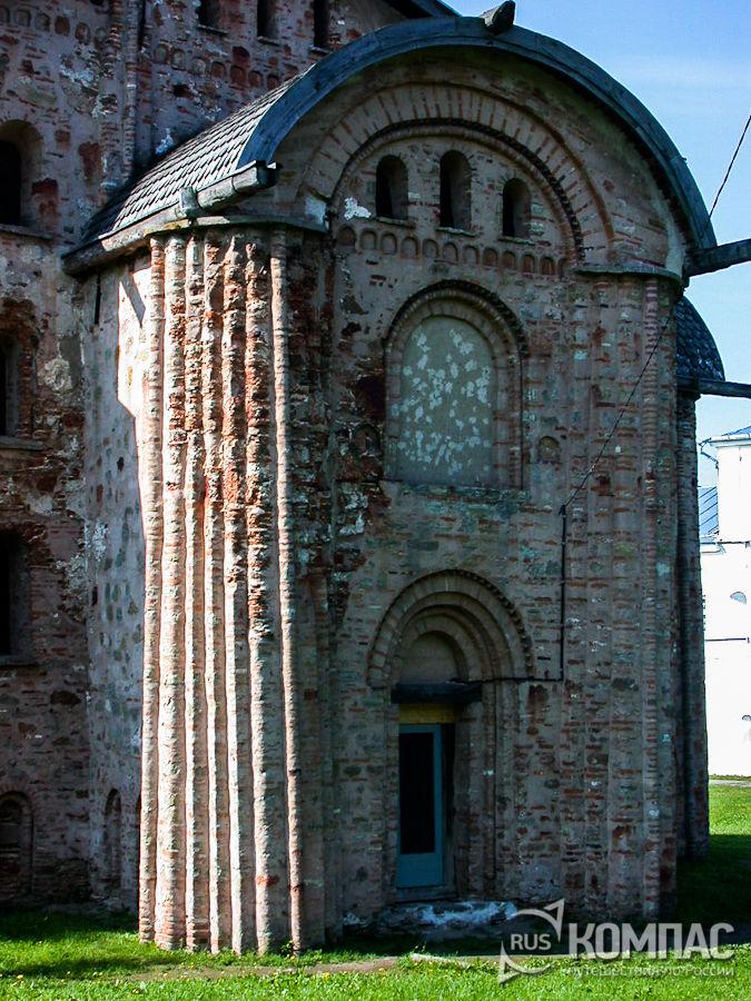 Западный фасад церкви Параскевы Пятницы