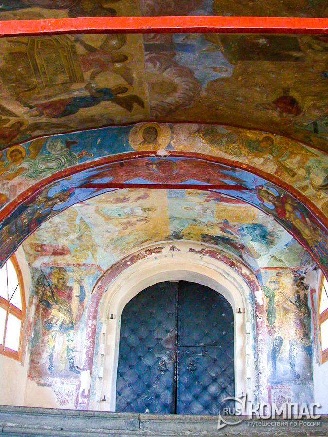 Роспись свода западного крыльца Знаменского собора