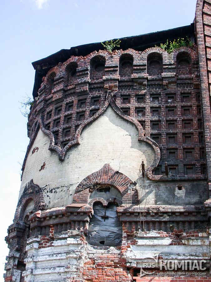 Детали фасада Владимирской церкви в Гордеевке