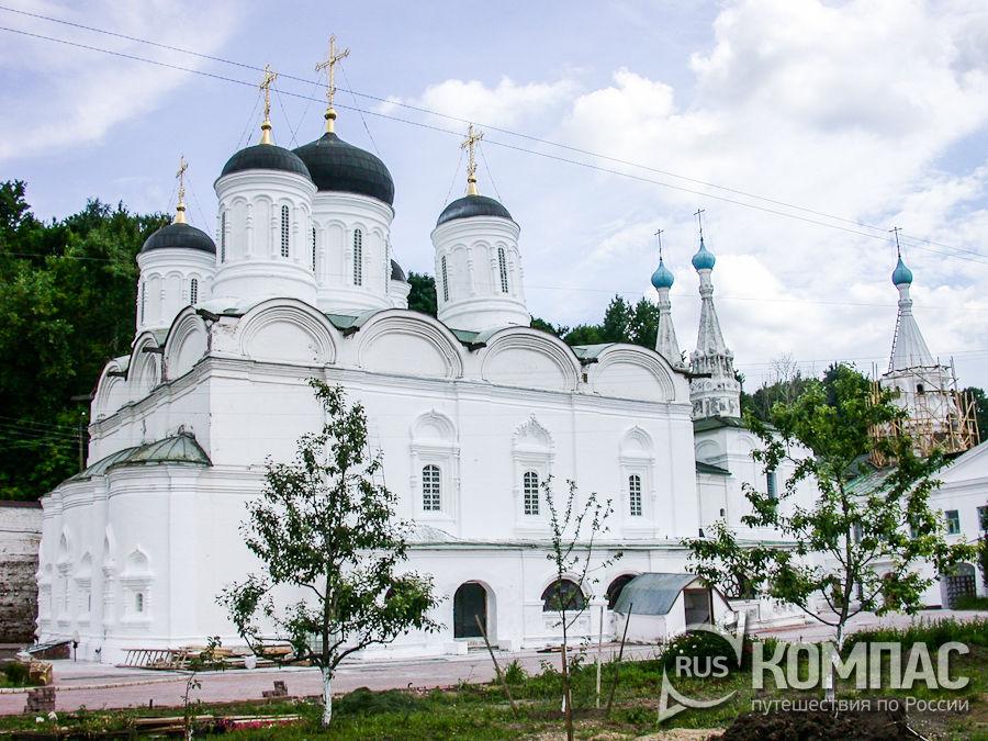 Вид с севера на Собор Благовещения Пресвятой Богородицы в Благовещенском монастыре
