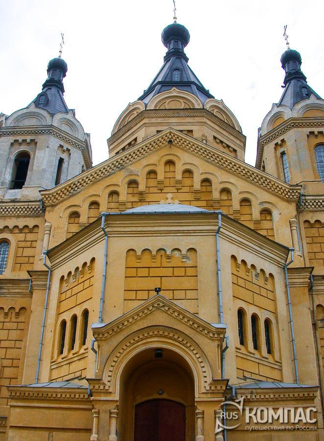 Западный фасад собора Александра Невского
