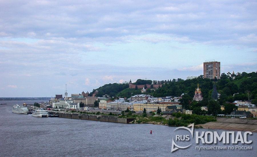 Вид на кремль и речной вокзал от Собора Александра Невского