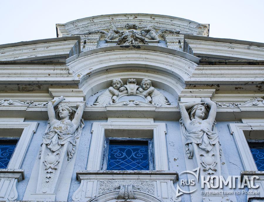 Лепнина на фасаде усадьбы Рукавишниковых