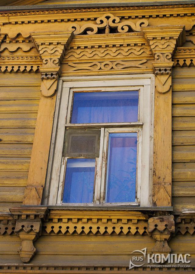 Деревянные наличники на флигеле усадьбы Богоявленских