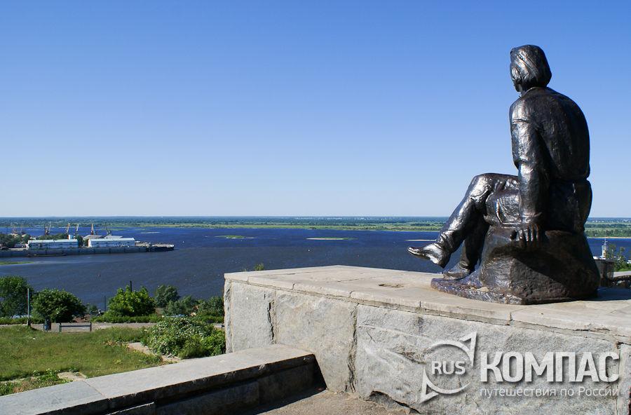 """Памятник """"А.М.Горький на Волге"""""""