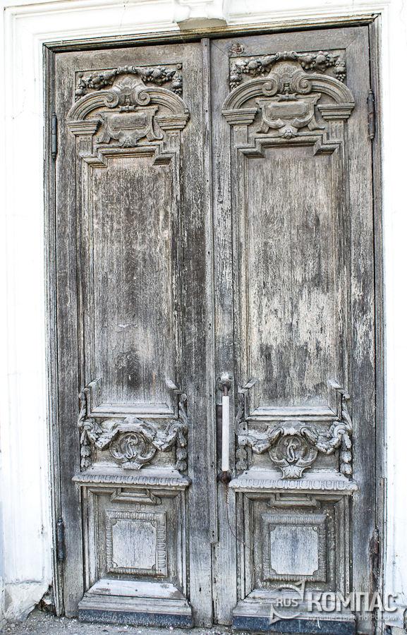 Входные двери главного дома усадьбы Рукавишниковых