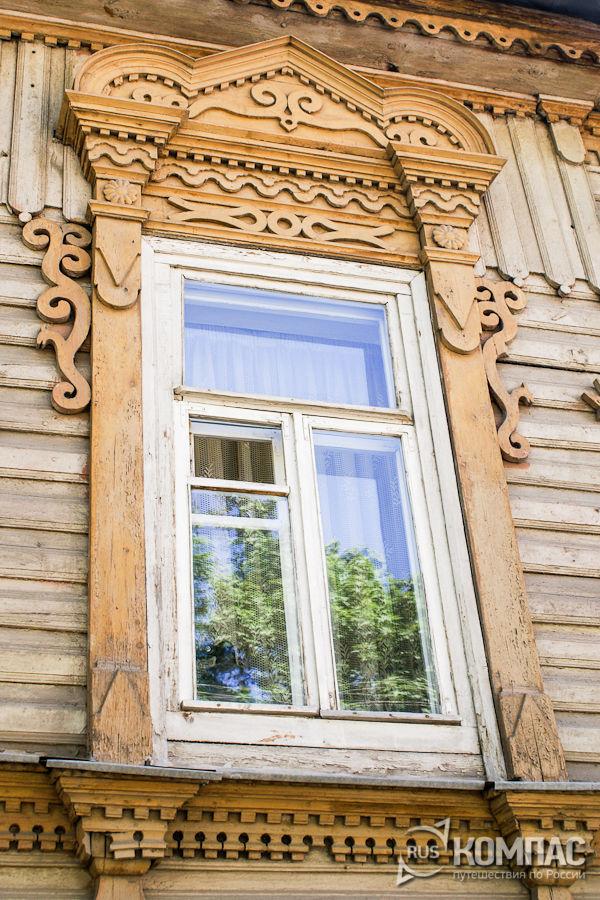 Деревянные наличники на главном доме усадьбы Богоявленских