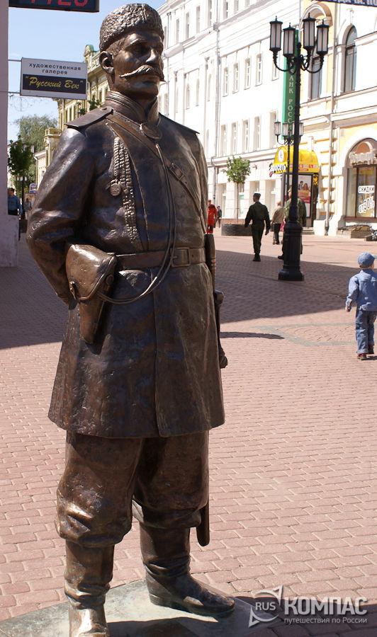 Скульптура городового на Покровке