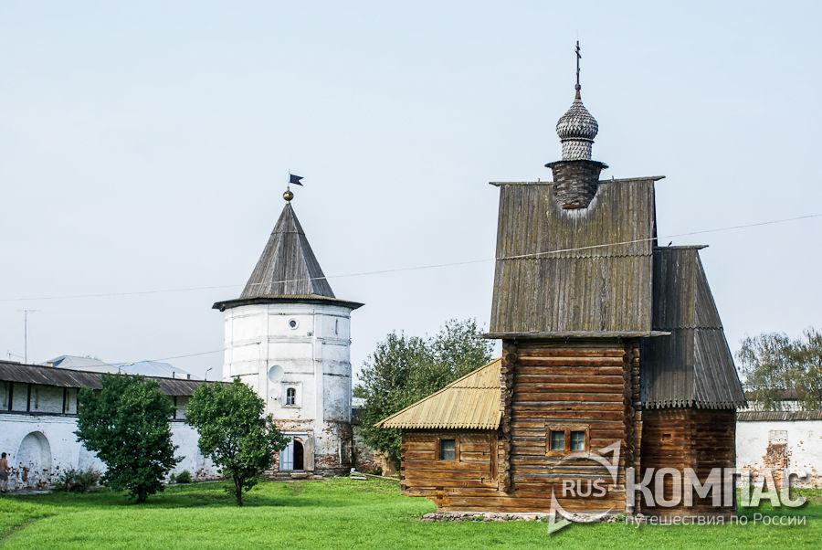 Церковь Георгия Победоносца и башня ограды Михайло-Архангельского монастыря