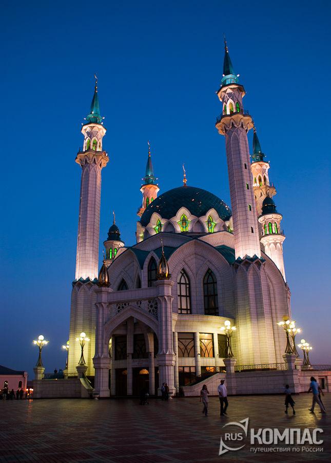 Мечеть Кул Шариф с ночной подсветкой