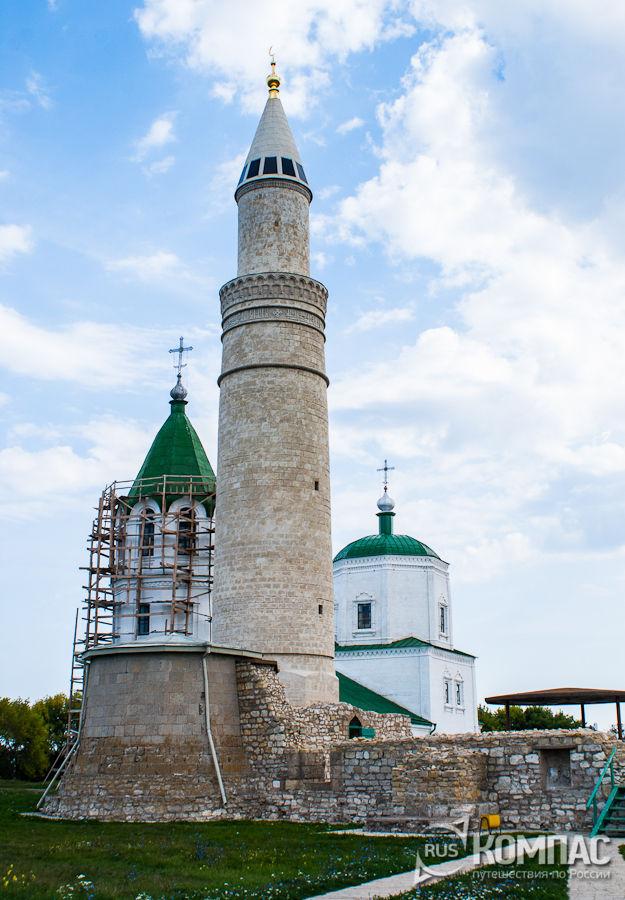 Большой минарет и Успенская церковь
