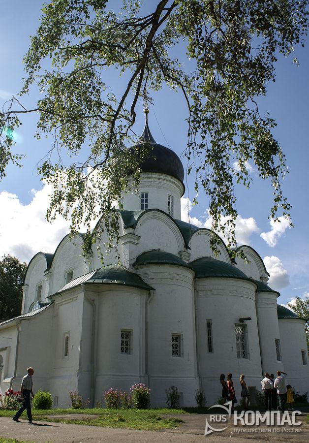 Троицкий собор со стороны алтарной части