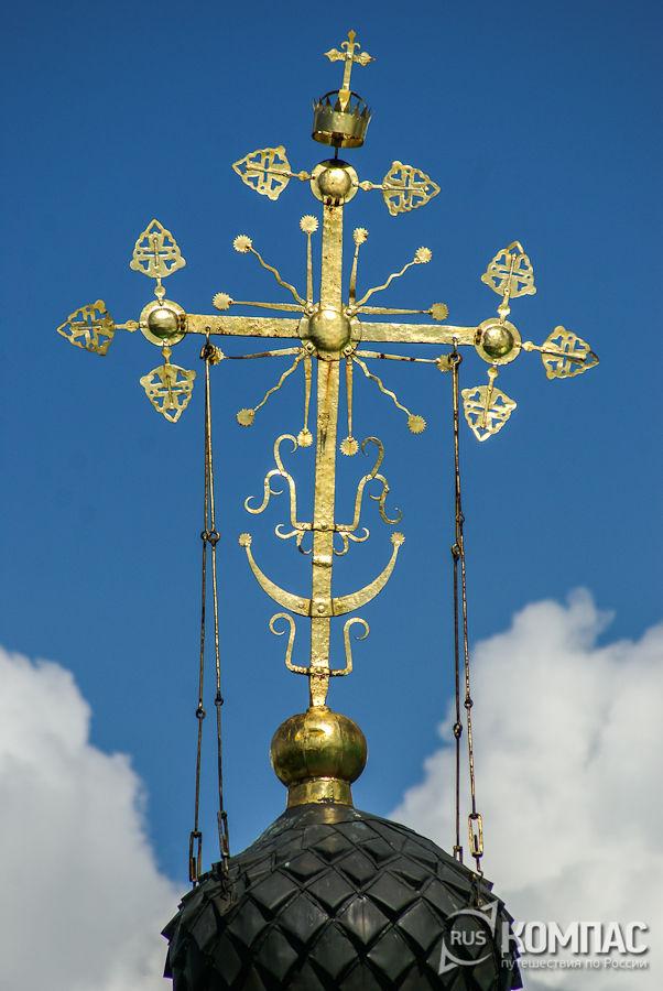 Православный крест центральной главы Успенского собора