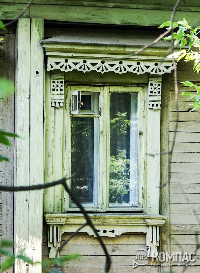 Окно с наличниками