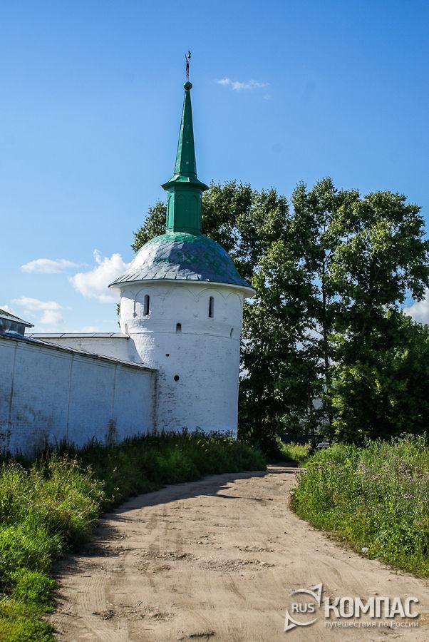 Часть стены с башней, с Садово-Огородной улицы
