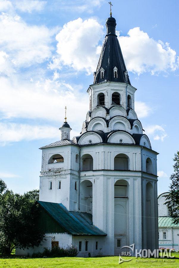 Распятская церковь-колокольня и Марфины палаты