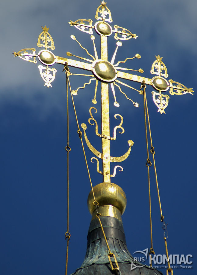 Крест на колокольне Успенской церкви