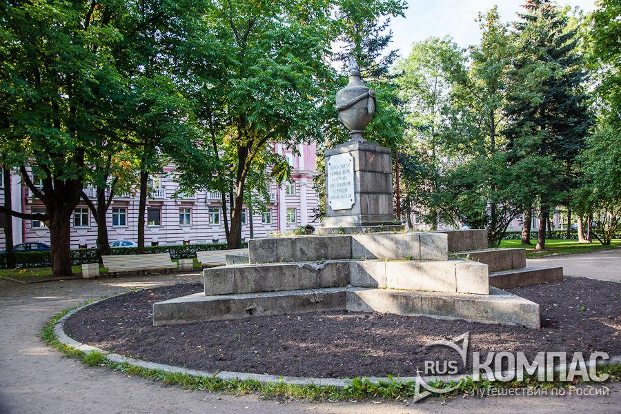 Памятник жертвам революции 1927 год