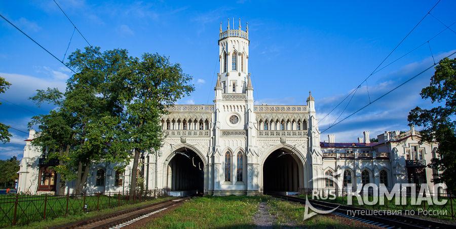 Петергофский вокзал, центральная часть