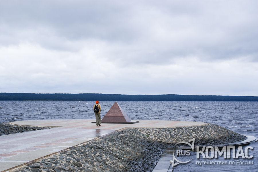 Памятник строительству второй очереди набережной