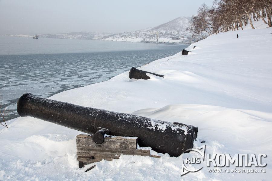 Памятник героям 3-й батареи лейтенанта Максутова