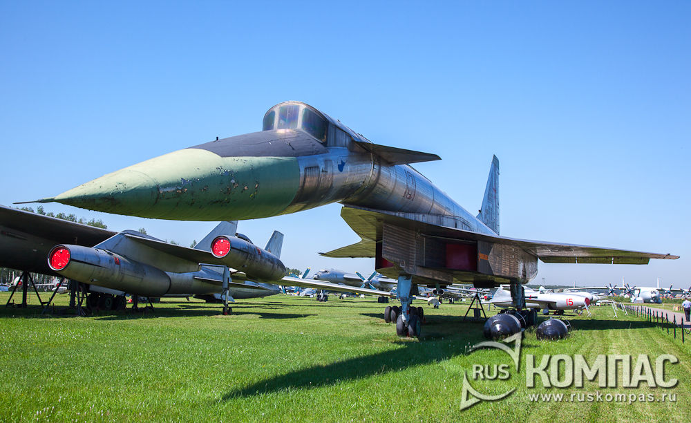 Ударно-разведывательный самолет Т-4 (1972 г)