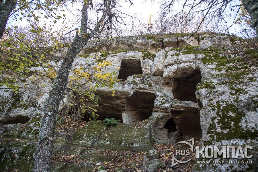 Пещеры на северной части склона Тепе-Кермен