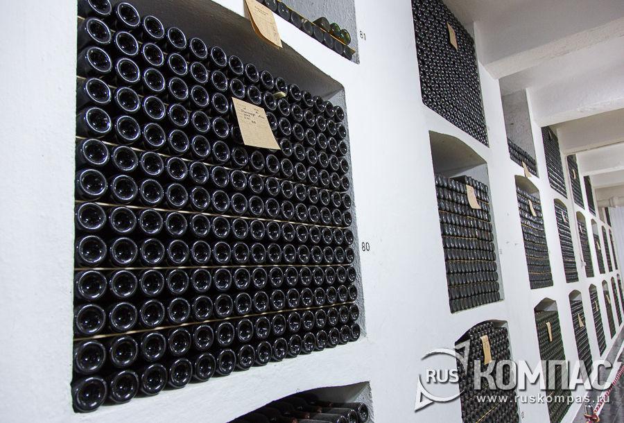 Ниши с коллекционными винами