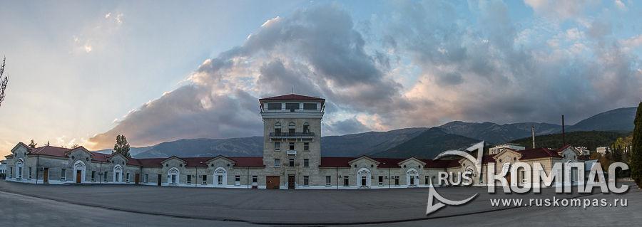 Здание винзавода, вершины Ай-Петри и ущелье-каньон Уч-Кош