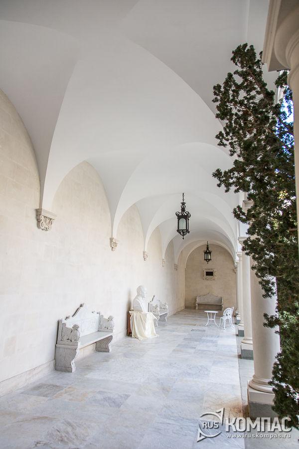 Галерея Итальянского дворика