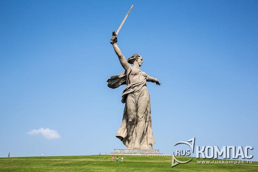 Монумент «Родина-мать зовет!»
